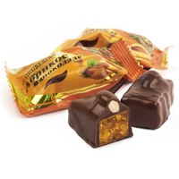 Абрикос в шоколаде с миндалем